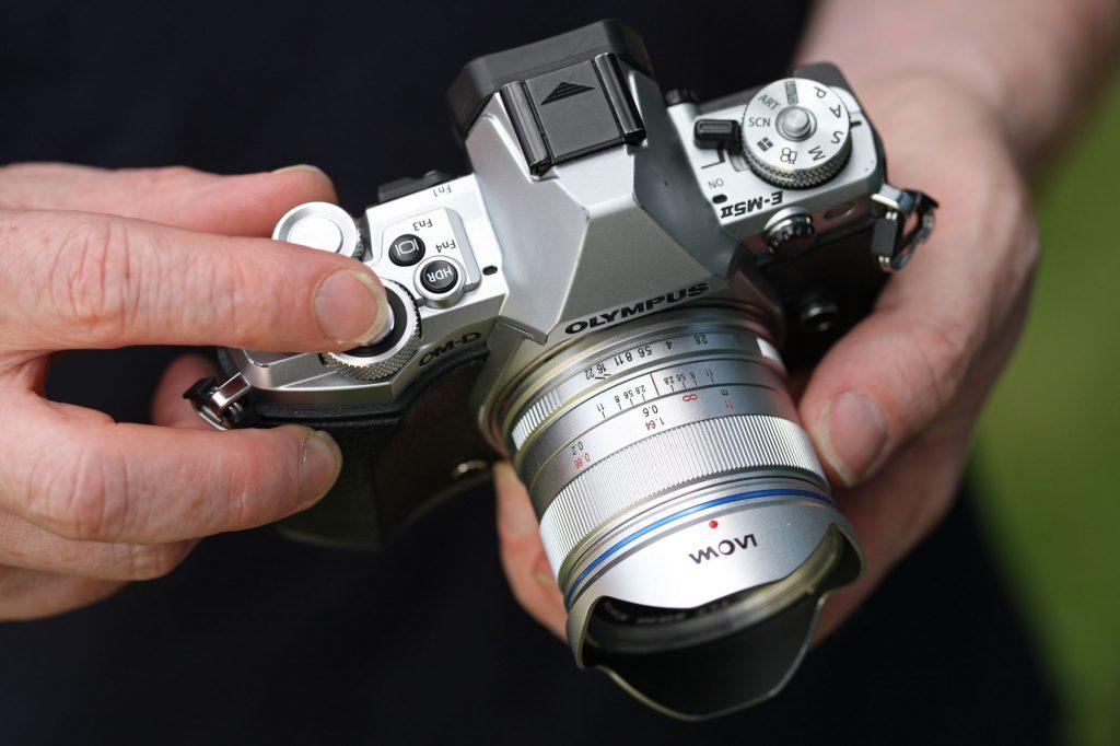 7,5 mm f / 2 MFT Laowa foco y anillos de apertura