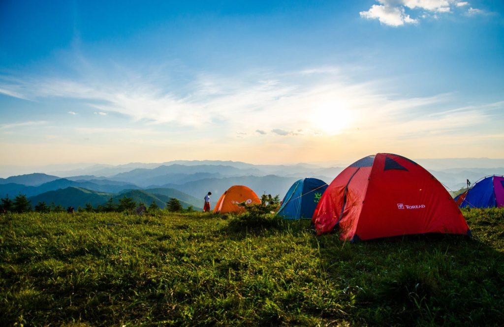 10-artículos-esenciales-para-acampar-que-son-fáciles-de-transportar