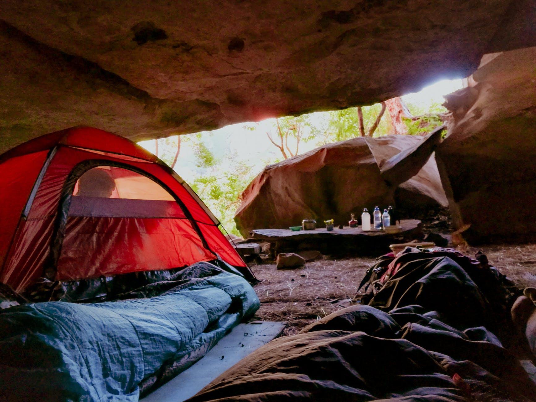 652_10-artículos-esenciales-para-acampar-que-son-fáciles-de-transportar